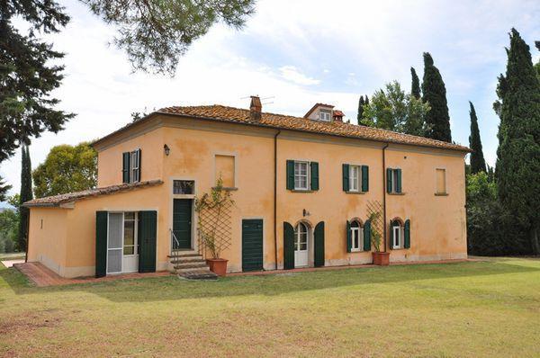 9 bedroom Villa in Marciano Della Chiana, Tuscany, Italy : ref 2268179 - Image 1 - Marciano Della Chiana - rentals