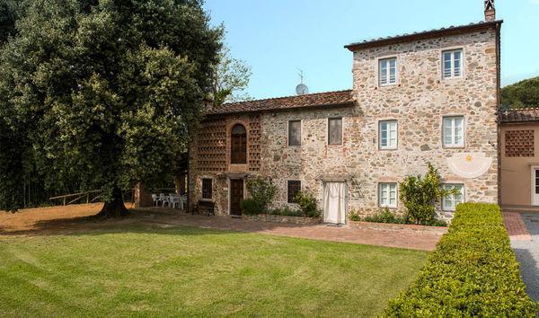 3 bedroom Villa in Capannori, Tuscany, Italy : ref 2268598 - Image 1 - San Pietro a Marcigliano - rentals