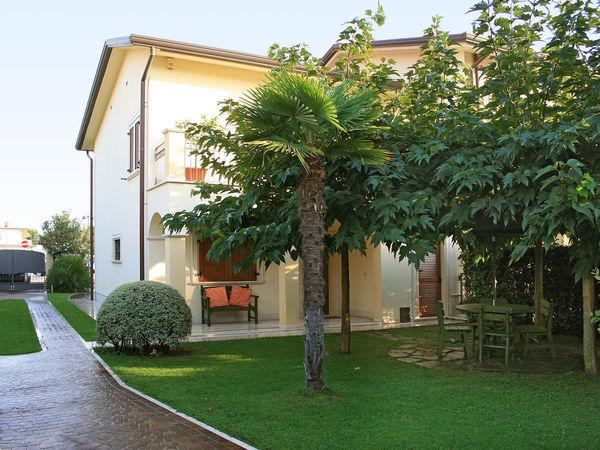 4 bedroom Villa in Forte Dei Marmi, Tuscany, Italy : ref 2268937 - Image 1 - Forte Dei Marmi - rentals
