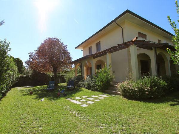 5 bedroom Villa in Forte Dei Marmi, Tuscany, Italy : ref 2269326 - Image 1 - Forte Dei Marmi - rentals