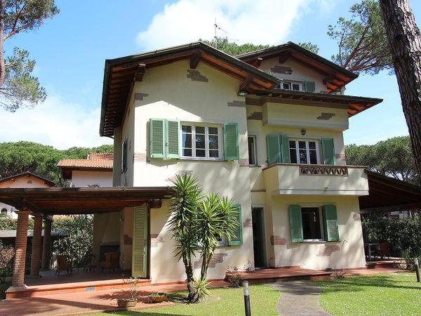 4 bedroom Villa in Pietrasanta, Tuscany, Italy : ref 2269506 - Image 1 - Pietrasanta - rentals