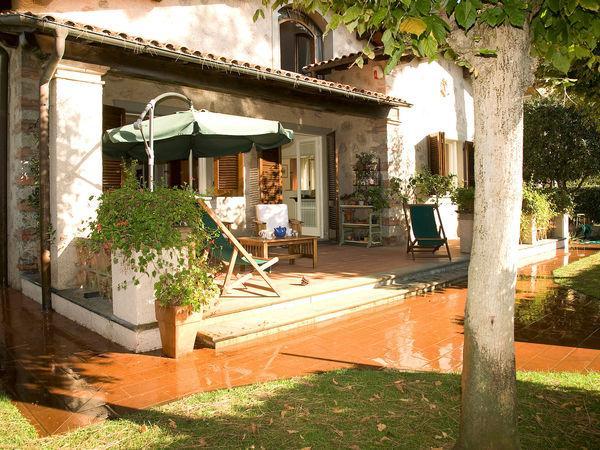 4 bedroom Villa in Forte Dei Marmi, Tuscany, Italy : ref 2269610 - Image 1 - Forte Dei Marmi - rentals