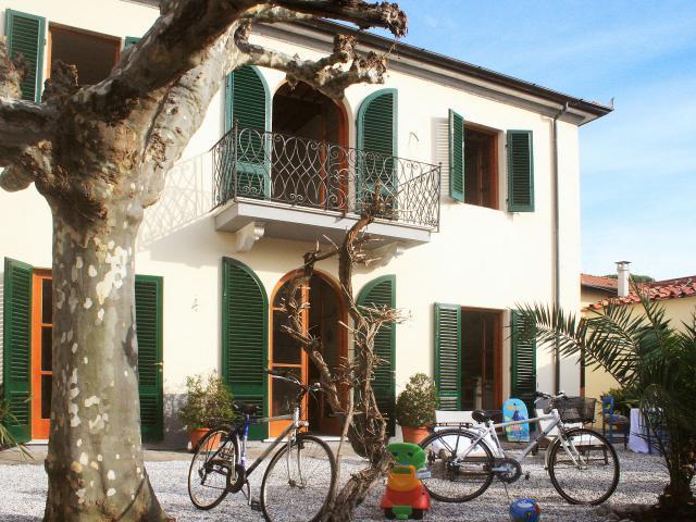 3 bedroom Villa in Forte Dei Marmi, Tuscany, Italy : ref 2269688 - Image 1 - Forte Dei Marmi - rentals