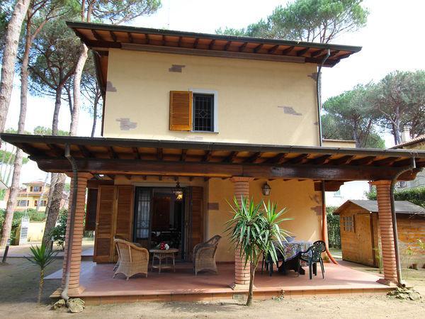 4 bedroom Villa in Pietrasanta, Tuscany, Italy : ref 2269830 - Image 1 - Pietrasanta - rentals