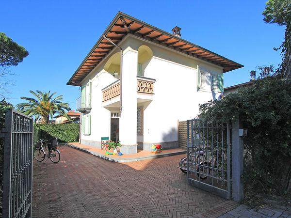 4 bedroom Villa in Forte Dei Marmi, Tuscany, Italy : ref 2269862 - Image 1 - Forte Dei Marmi - rentals
