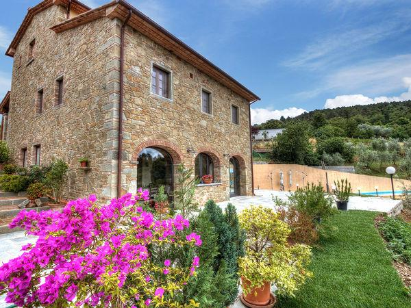 5 bedroom Villa in Civitella In Val Di Chiana, Tuscany, Italy : ref 2269907 - Image 1 - Civitella in Val di Chiana - rentals