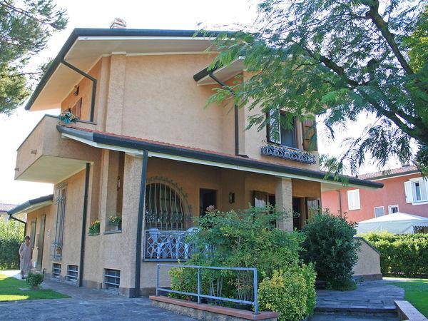 4 bedroom Villa in Forte Dei Marmi, Tuscany, Italy : ref 2269995 - Image 1 - Forte Dei Marmi - rentals