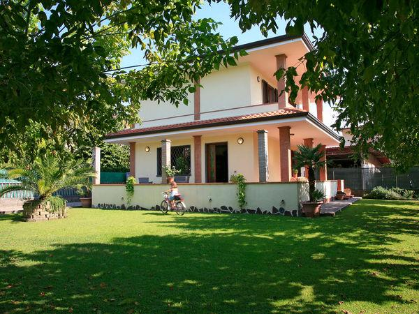 2 bedroom Villa in Forte Dei Marmi, Tuscany, Italy : ref 2269998 - Image 1 - Forte Dei Marmi - rentals