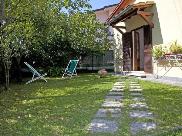 2 bedroom Villa in Forte Dei Marmi, Tuscany, Italy : ref 2269999 - Image 1 - Forte Dei Marmi - rentals