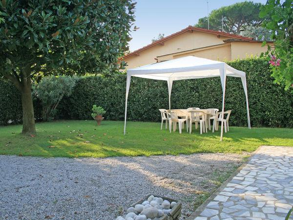 3 bedroom Villa in Forte Dei Marmi, Tuscany, Italy : ref 2270004 - Image 1 - Forte Dei Marmi - rentals