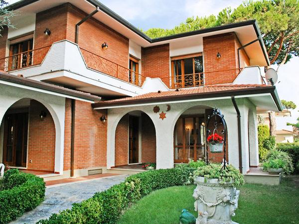 5 bedroom Villa in Forte Dei Marmi, Tuscany, Italy : ref 2270044 - Image 1 - Forte Dei Marmi - rentals