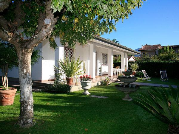 3 bedroom Villa in Forte Dei Marmi, Tuscany, Italy : ref 2270075 - Image 1 - Forte Dei Marmi - rentals