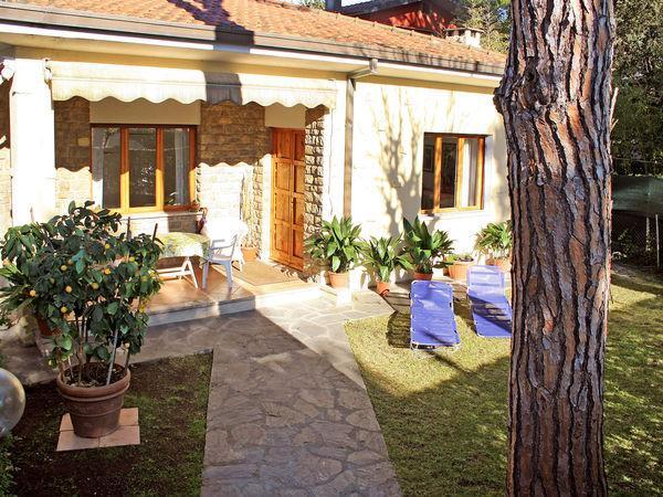 4 bedroom Villa in Forte Dei Marmi, Tuscany, Italy : ref 2270079 - Image 1 - Forte Dei Marmi - rentals