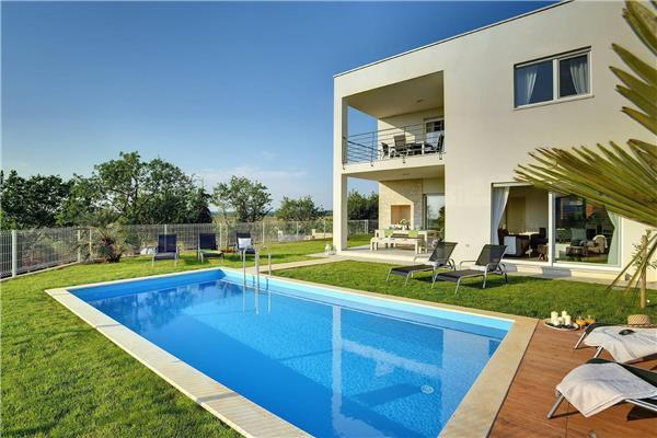 4 bedroom Villa in Novigrad, Istria, Croatia : ref 2282682 - Image 1 - Tar-Vabriga - rentals