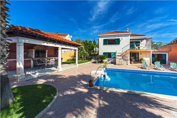 4 bedroom Villa in Sumartin, Central Dalmatia Islands, Croatia : ref 2282933 - Image 1 - Sumartin - rentals