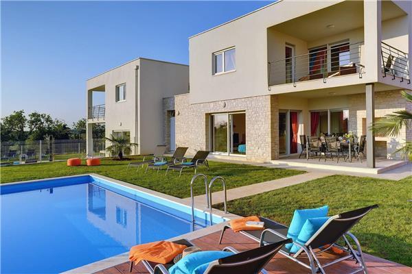 4 bedroom Villa in Novigrad, Istria, Croatia : ref 2282932 - Image 1 - Tar-Vabriga - rentals