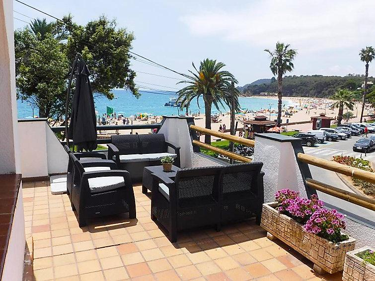 4 bedroom Villa in Lloret de Mar, Costa Brava, Spain : ref 2283973 - Image 1 - Lloret de Mar - rentals
