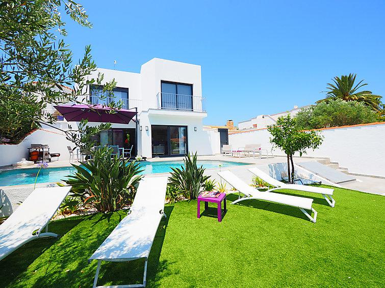 4 bedroom Villa in Empuriabrava, Costa Brava, Spain : ref 2285137 - Image 1 - Empuriabrava - rentals