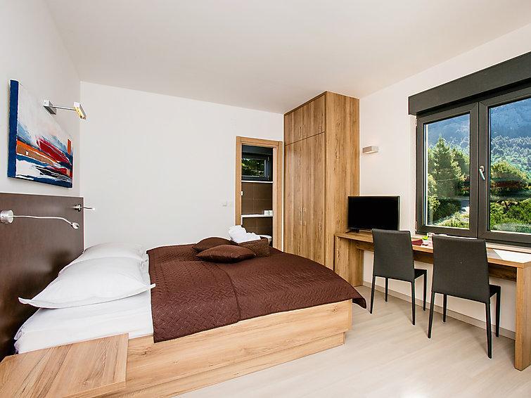 4 bedroom Villa in Makarska, Central Dalmatia, Croatia : ref 2286610 - Image 1 - Bratus - rentals