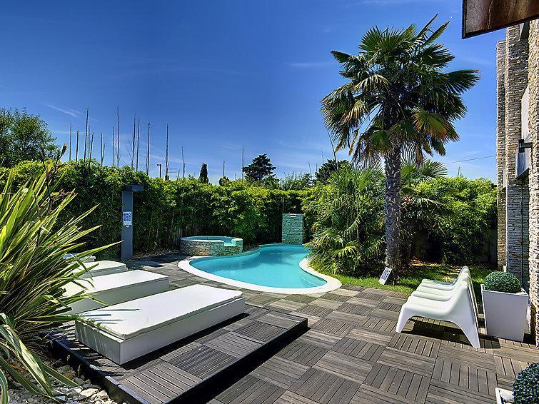 6 bedroom Villa in Medulin, Istria, Croatia : ref 2287025 - Image 1 - Medulin - rentals