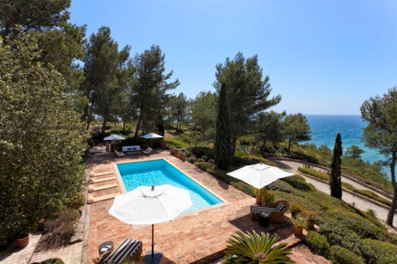 5 bedroom Villa in Carvoeiro, Algarve, Portugal : ref 2291330 - Image 1 - Carvoeiro - rentals