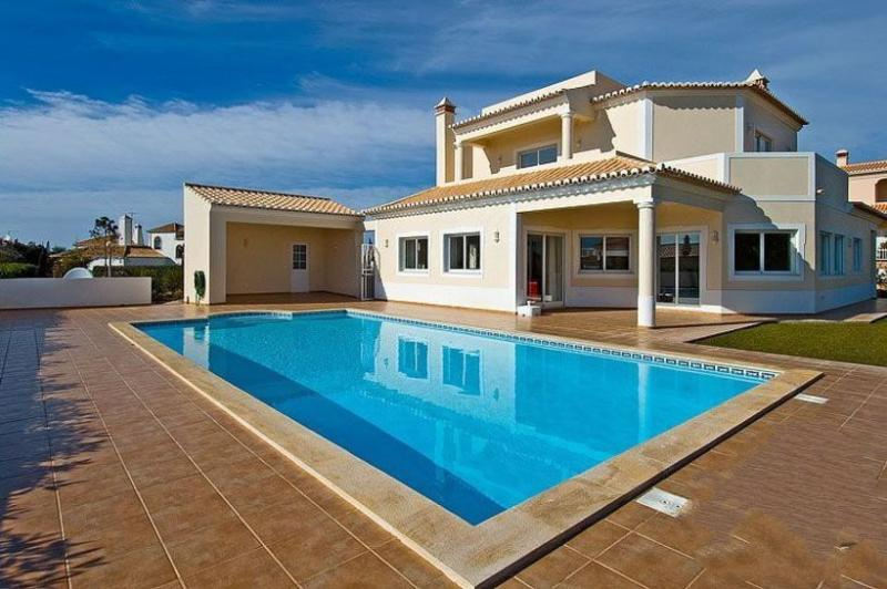 4 bedroom Villa in Carvoeiro, Algarve, Portugal : ref 2291343 - Image 1 - Carvoeiro - rentals