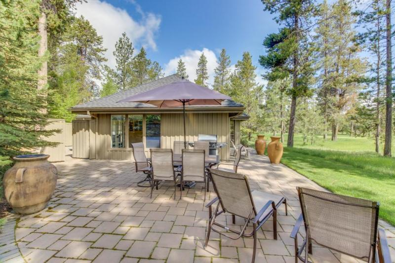 Designer home w/hot tub and gourmet kitchen, SHARC passes! - Image 1 - Sunriver - rentals