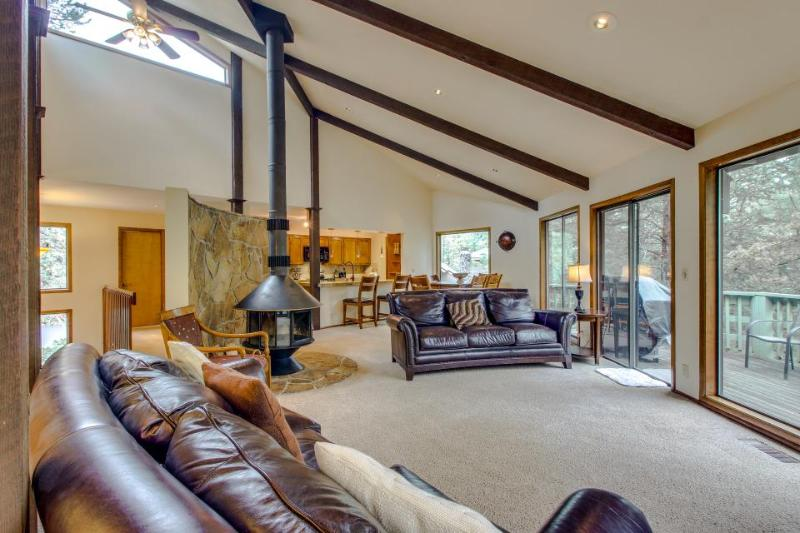 Large and lovely dog-friendly home w/ private hot tub & game room - Image 1 - Sunriver - rentals