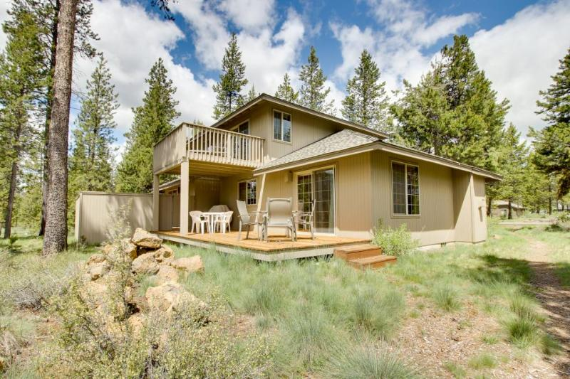 Comfortable Sunriver home w/ private hot tub and SHARC access - Image 1 - Sunriver - rentals