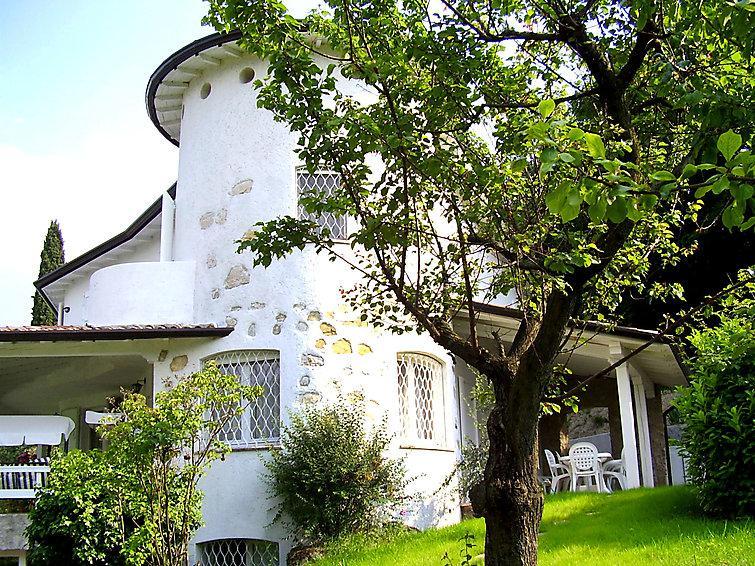 5 bedroom Villa in San Felice del Benaco, Lake Garda, Italy : ref 2295234 - Image 1 - San Felice del Benaco - rentals