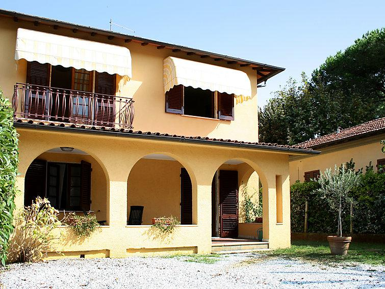 3 bedroom Villa in Forte dei Marmi, Versilia, Lunigiana and sourroundings, Italy : ref 2300031 - Image 1 - Forte Dei Marmi - rentals