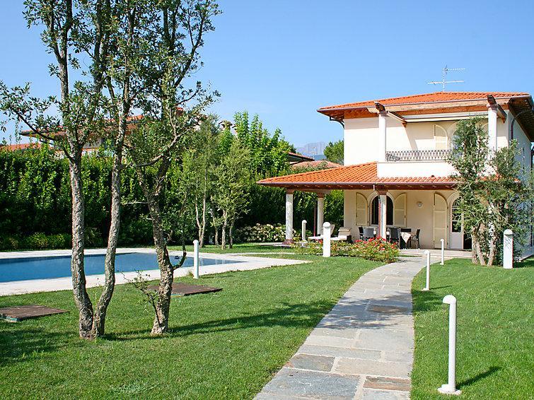 4 bedroom Villa in Forte dei Marmi, Versilia, Lunigiana and sourroundings, Italy : ref 2300034 - Image 1 - Forte Dei Marmi - rentals