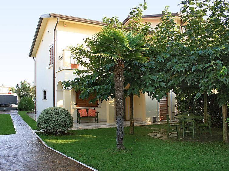 4 bedroom Villa in Forte dei Marmi, Versilia, Lunigiana and sourroundings, Italy : ref 2300037 - Image 1 - Forte Dei Marmi - rentals