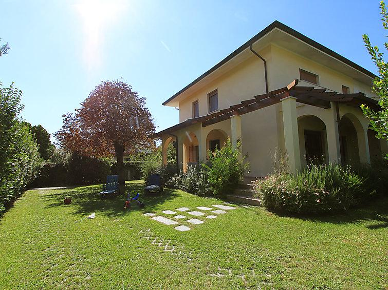 5 bedroom Villa in Forte dei Marmi, Versilia, Lunigiana and sourroundings, Italy : ref 2300038 - Image 1 - Forte Dei Marmi - rentals