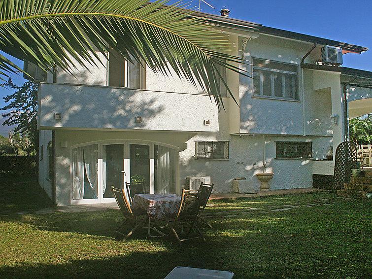 5 bedroom Villa in Forte dei Marmi, Versilia, Lunigiana and sourroundings - Image 1 - Forte Dei Marmi - rentals