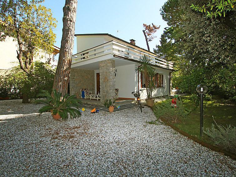 5 bedroom Villa in Forte dei Marmi, Versilia, Lunigiana and sourroundings, Italy : ref 2300625 - Image 1 - Forte Dei Marmi - rentals