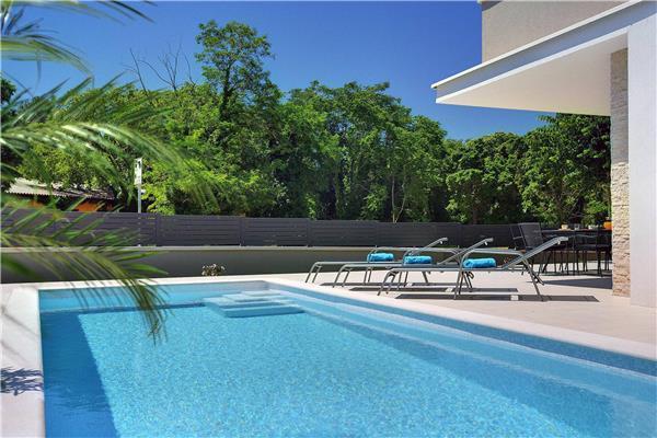 5 bedroom Villa in Fazana, Istria, Croatia : ref 2300845 - Image 1 - Fazana - rentals