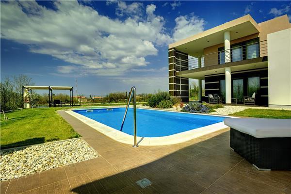 5 bedroom Villa in Svetvincenat, Istria, Croatia : ref 2301149 - Image 1 - Svetvincenat - rentals