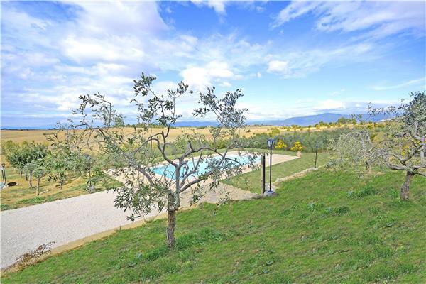 7 bedroom Villa in Cortona, Tuscany, Italy : ref 2301199 - Image 1 - Cortona - rentals