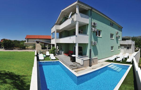 8 bedroom Villa in Trogir-Kastel Novi, Trogir, Croatia : ref 2302554 - Image 1 - Kastel Stafilic - rentals