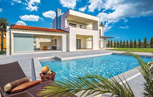 4 bedroom Villa in Fazana-Valbandon, Fazana, Croatia : ref 2303186 - Image 1 - Valbandon - rentals