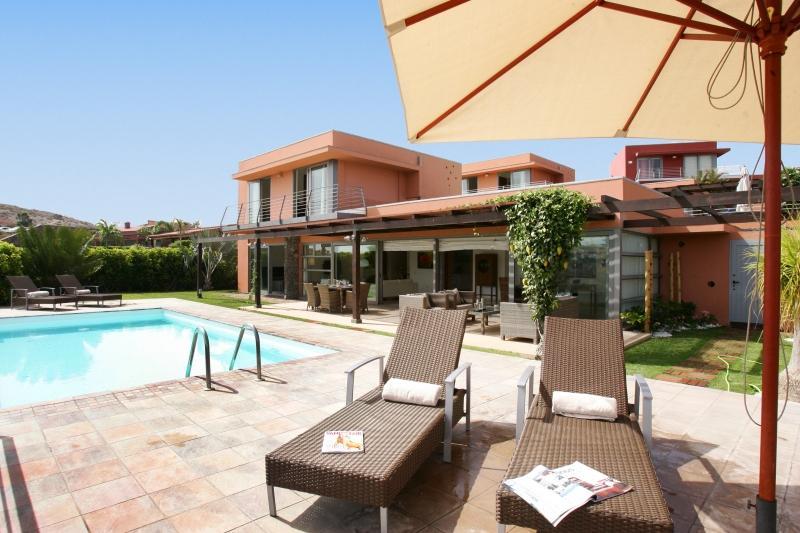 2 bedroom Villa in Salobre G. Resort, Gran Canaria, Canary Islands : ref 2307490 - Image 1 - Montana La Data - rentals