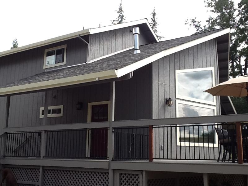 Front & side deck view - Near Yosemite - 3 Bedroom, 2 Bath- Sleeps 8 - Groveland - rentals