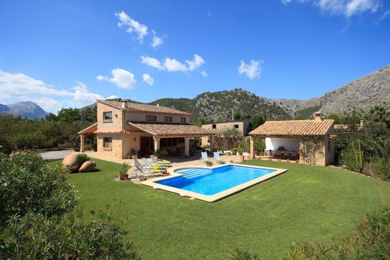 4 bedroom Villa in Pollença, Mallorca, Mallorca : ref 3767 - Image 1 - Pollenca - rentals