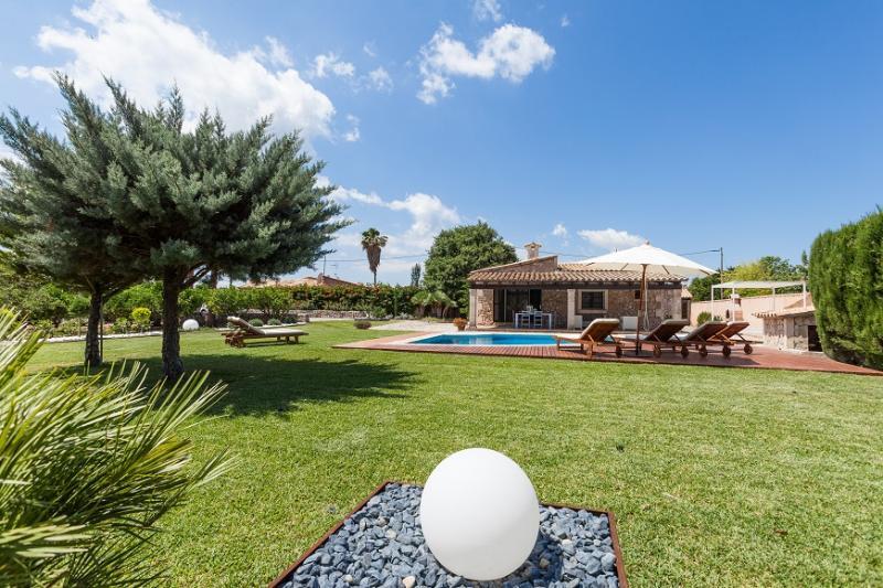 3 bedroom Villa in Pollença, Mallorca, Mallorca : ref 3834 - Image 1 - Cala San Vincente - rentals