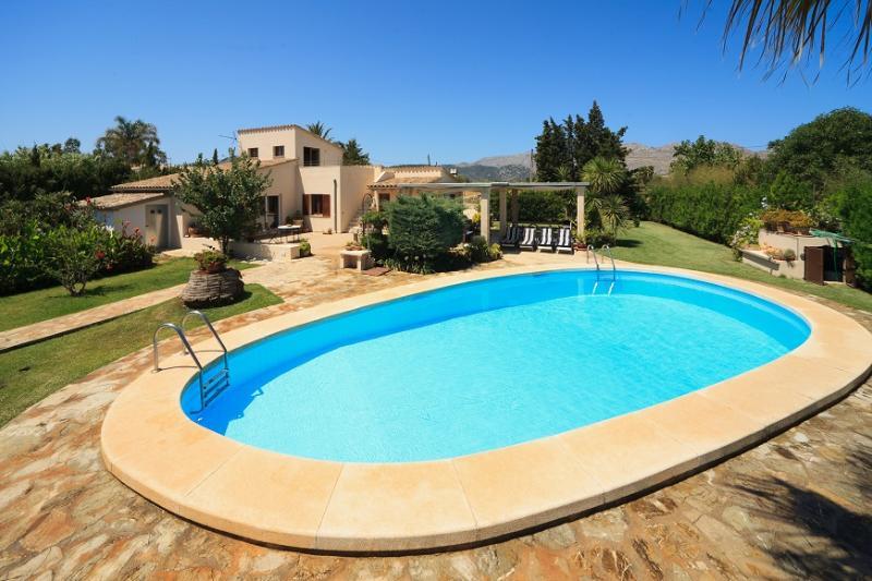 4 bedroom Villa in Pollença, Mallorca, Mallorca : ref 3833 - Image 1 - Pollenca - rentals