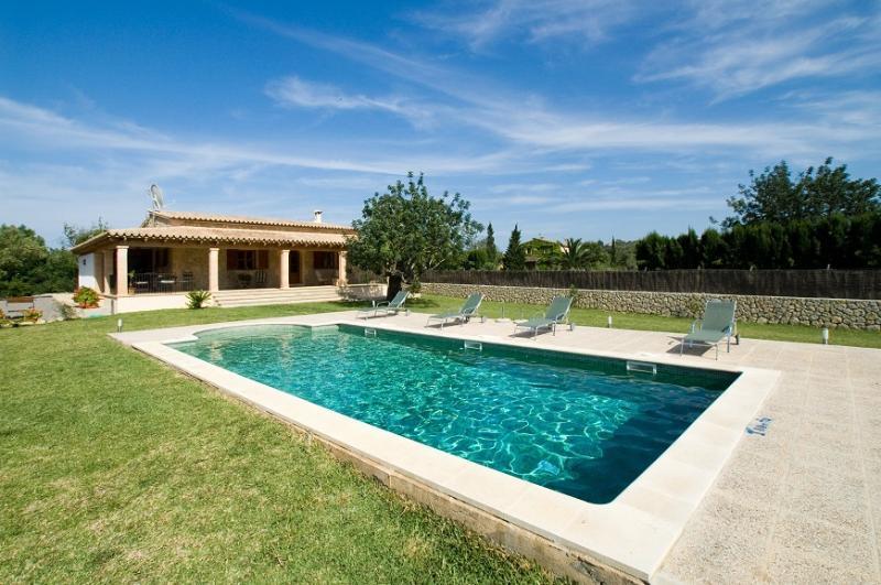 2 bedroom Villa in Pollença, Mallorca, Mallorca : ref 3838 - Image 1 - Pollenca - rentals