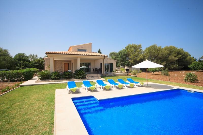 3 bedroom Villa in Pollença, Mallorca, Mallorca : ref 3840 - Image 1 - Port de Pollenca - rentals