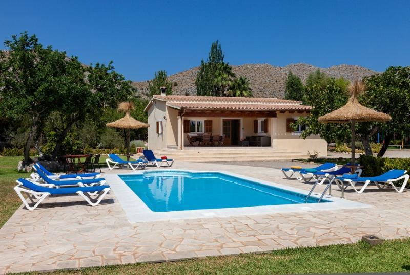 3 bedroom Villa in Pollença, Mallorca, Mallorca : ref 3843 - Image 1 - Cala San Vincente - rentals