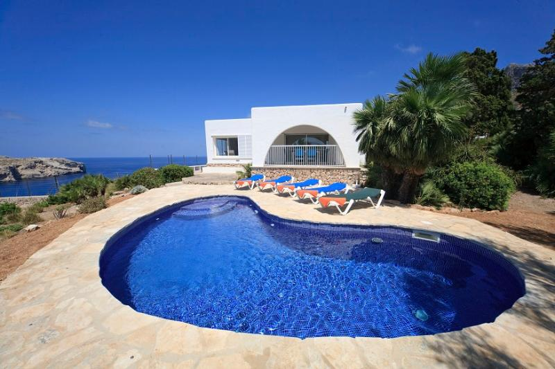 3 bedroom Villa in Cala San Vicente, Mallorca, Mallorca : ref 3852 - Image 1 - Cala San Vincente - rentals